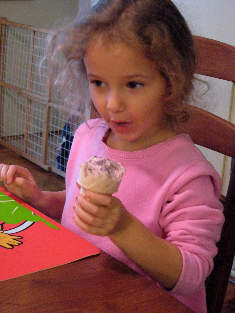 Lexi ice cream cone 01